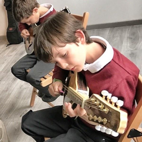 Clases de mandolina folk infantil en Madrid